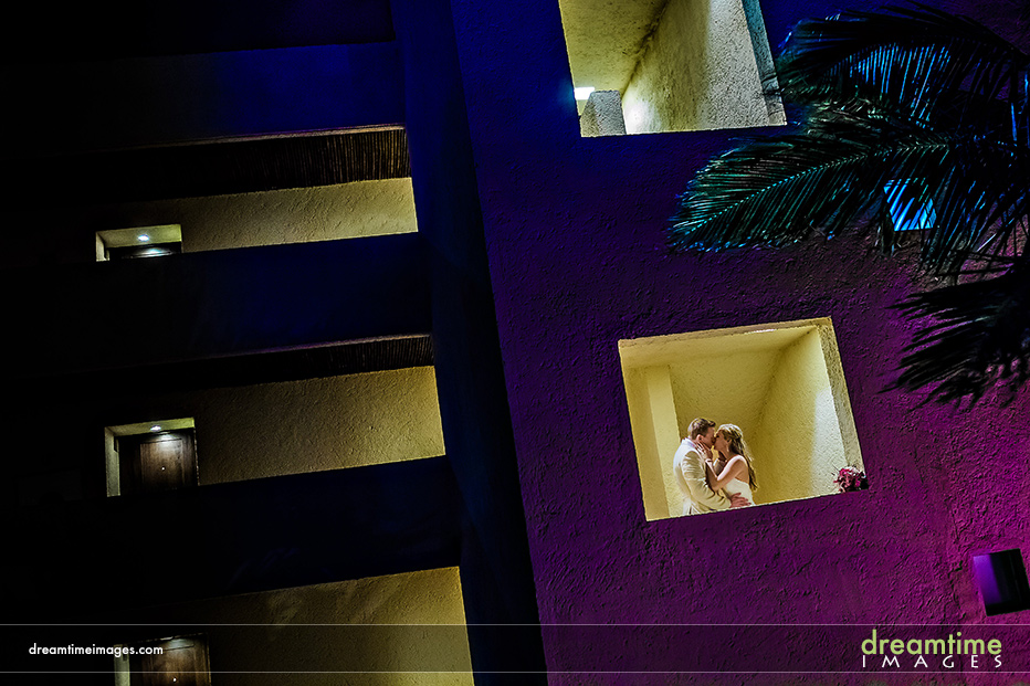 bride and groom in cancun