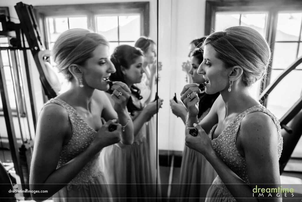 Bridesmaids put on makeup at Saddleridge