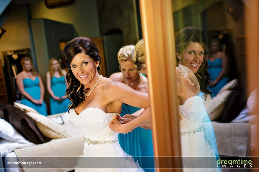 Bride getting ready at Della Terra