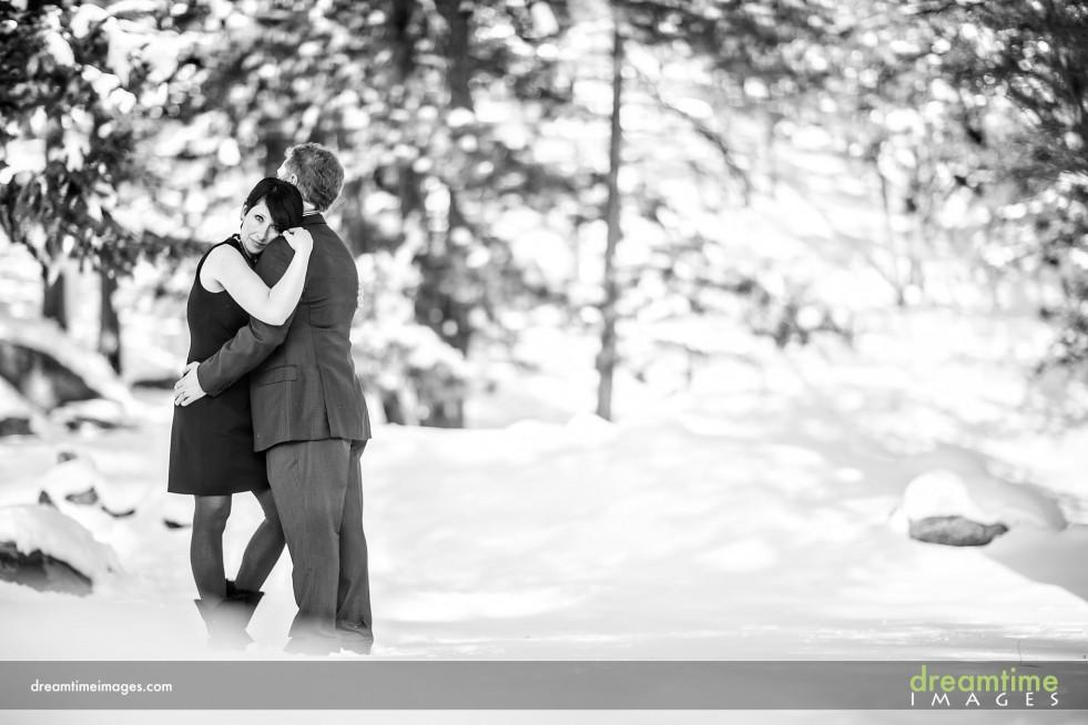 Winter engagement photos in Estes Park