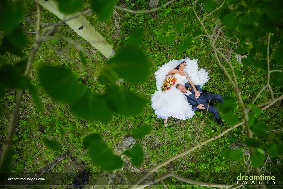 Wedding couple at Della Terra Mountain Chateau