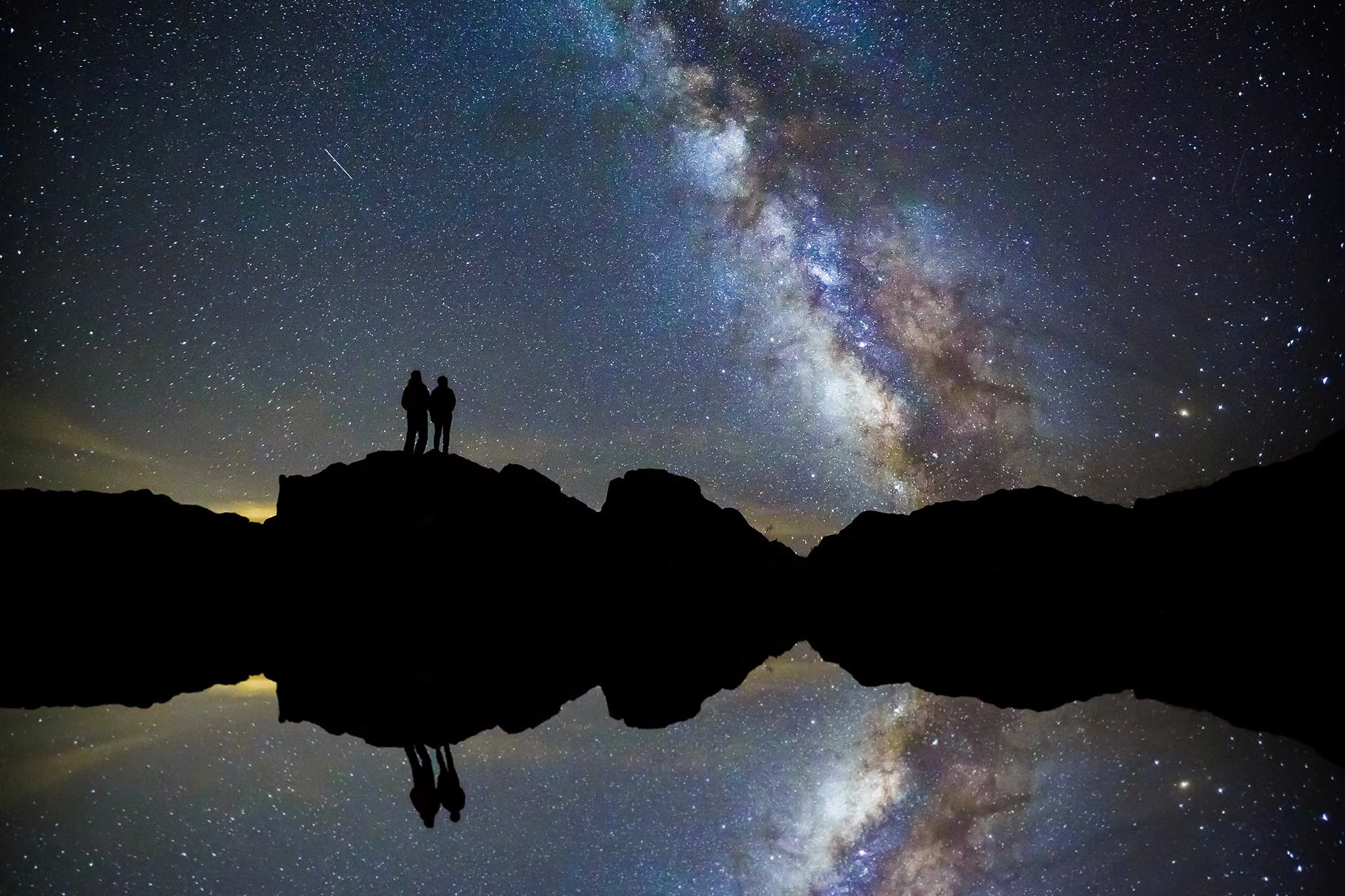 Engagement photo with Milky Way in RMNP