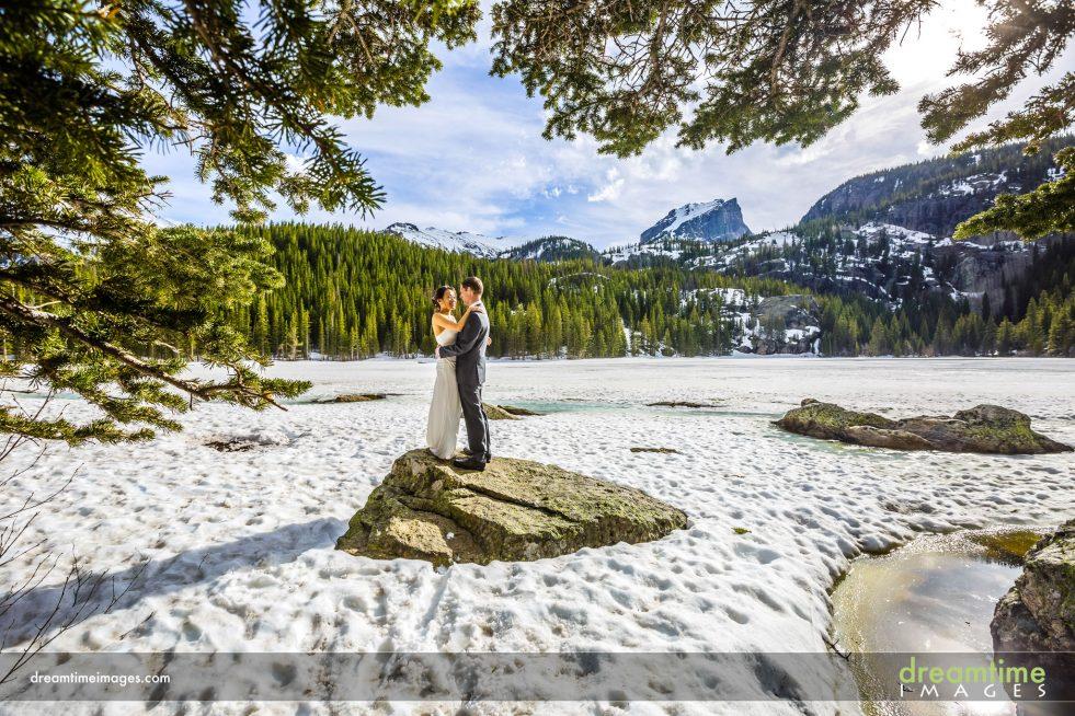 wedding portrait in winter in bear lake