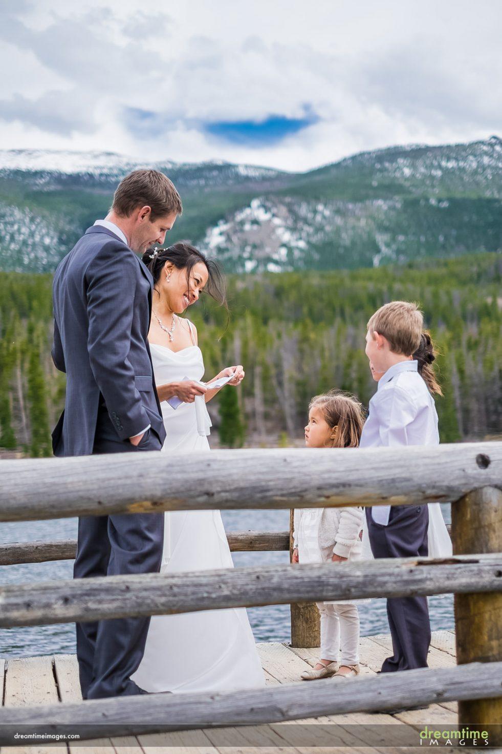 couple reads wedding vows at sprague lake, rmnp